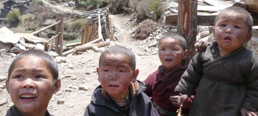 Children near Lho Village