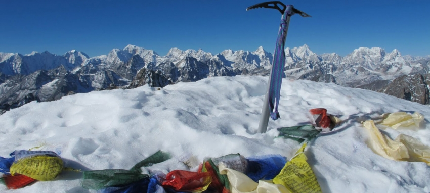 Lobuche East Summit